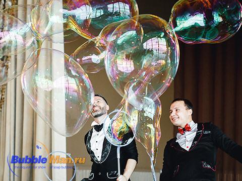 шоу мыльных пузырей BubbleMan