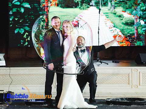 Гигантские пузыри на свадьбе